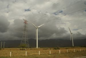La Venta wind farm near Juchitán de Zaragoza on the southern Oaxaca coast. Photo courtesy of Laloixx, used under creative commons license