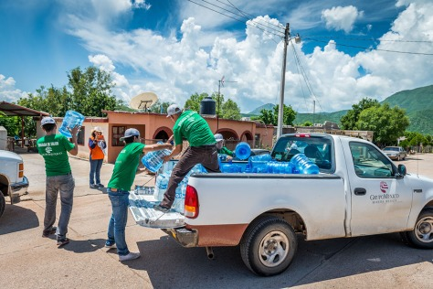 Grupo Mexico handing out driking water in Sonora