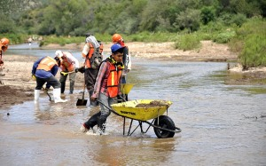 Clean up of the Bacanuchi River. Photo courtesy of Grupo Mexico